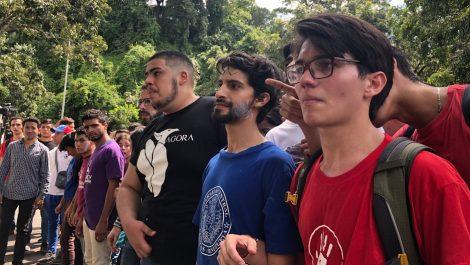 Comisión de estudiantes universitarios entregó documento en Fuerte Tiuna