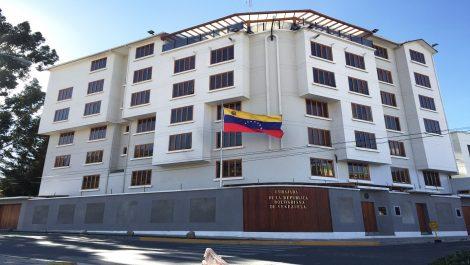 Embajada de Venezuela en Bolivia es tomada por encapuchados