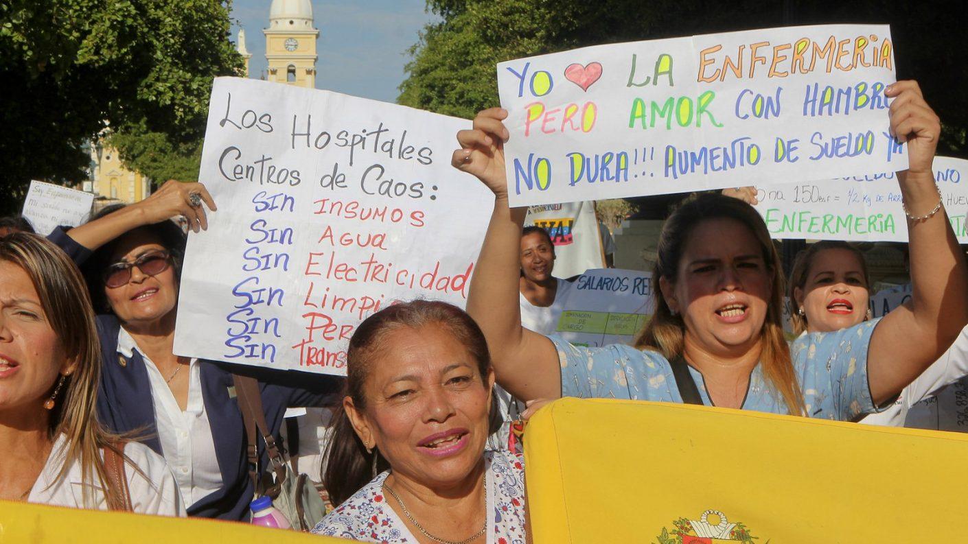 Gremio de enfermeros protesta por mejoras salariales