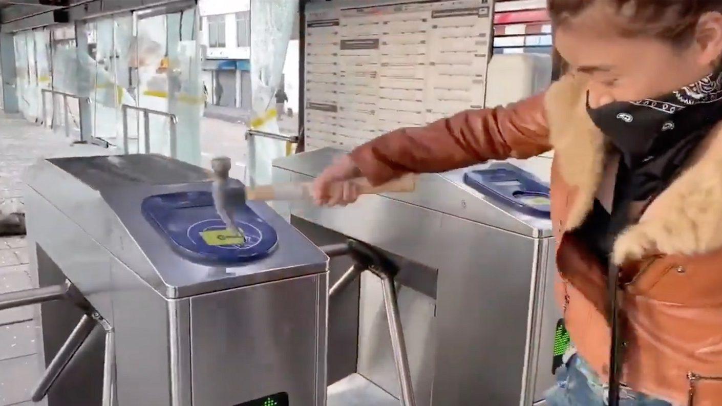 Epa Colombia destruyendo la estación