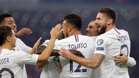 Francia termina primera de su grupo tras victoria en Albania con un gol de Griezmann