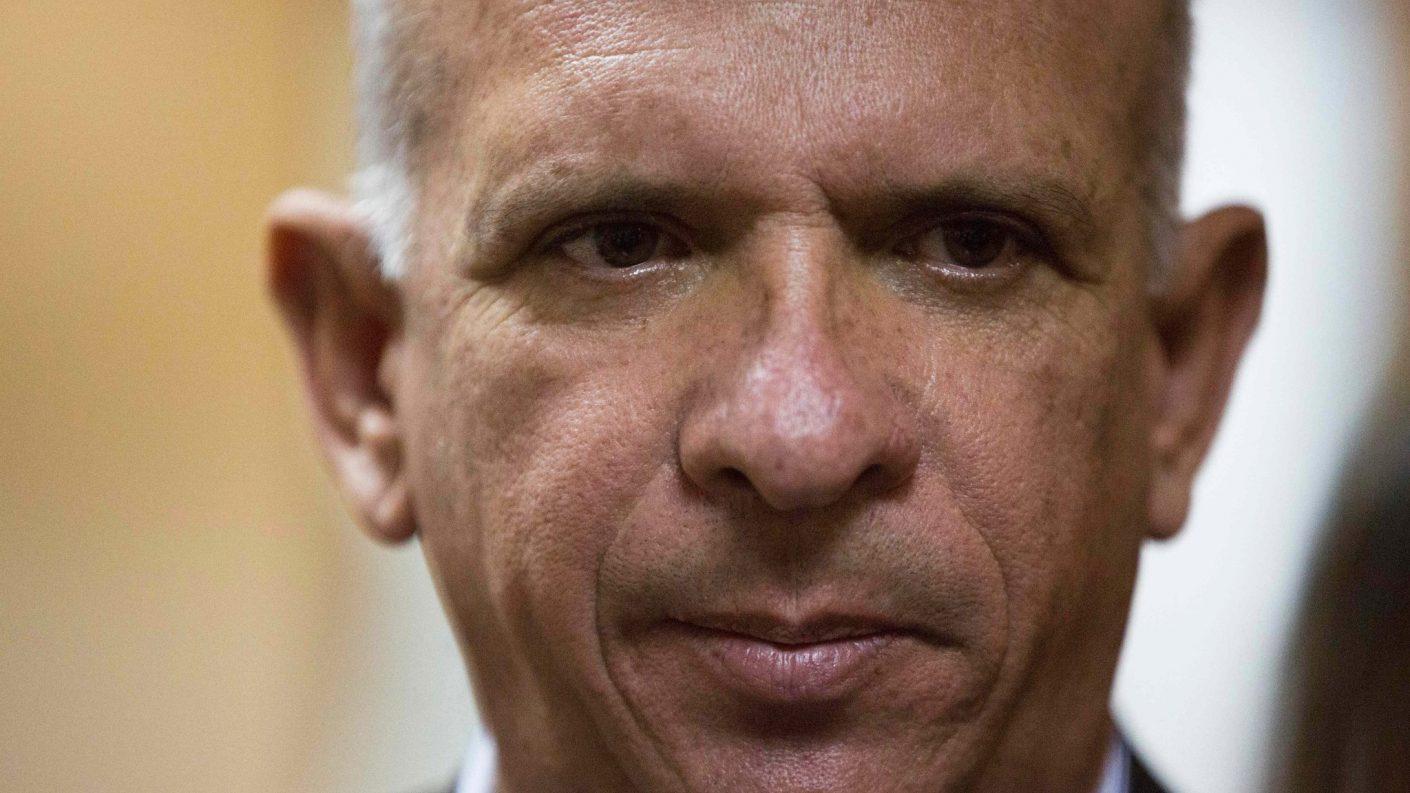 Pollito en fuga: Hugo Carvajal en paradero desconocido