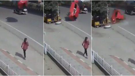 Captan momento exacto de vehículo en India que cae estrepitosamente en otra vía
