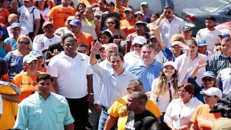 Guaidó desde La Guaira pide unión y agradece tarea de Calderón Berti en Colombia