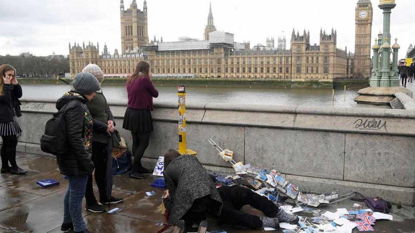 Dos muertos en atentado terrorista en el puente de Londres