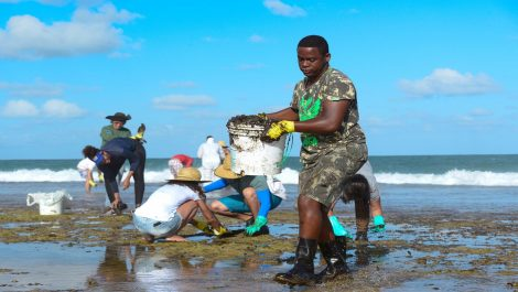Brasil: Marea Negra llega a la costa de Río de Janeiro