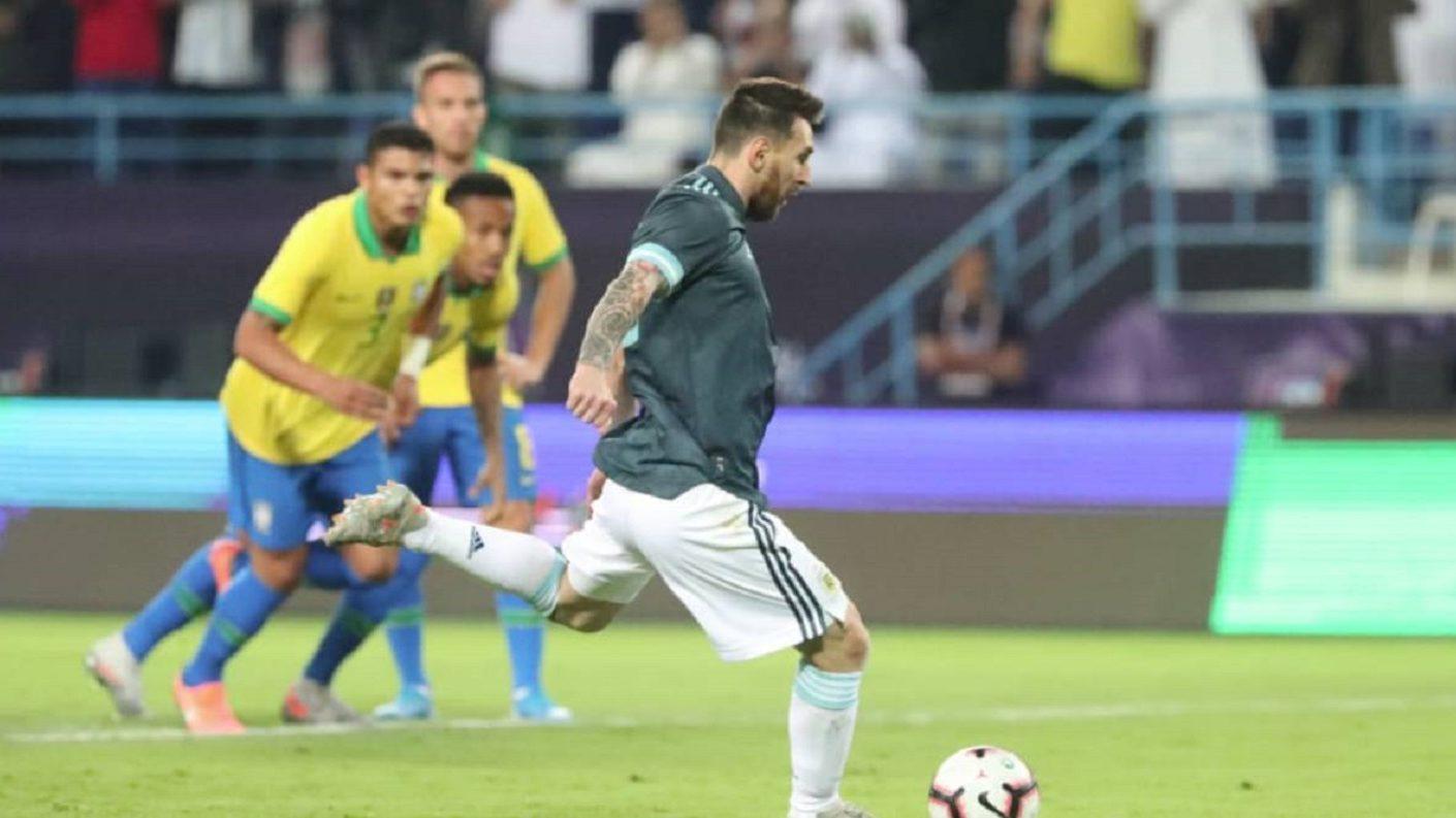 Argentina venció a Brasil, con gol de Messi