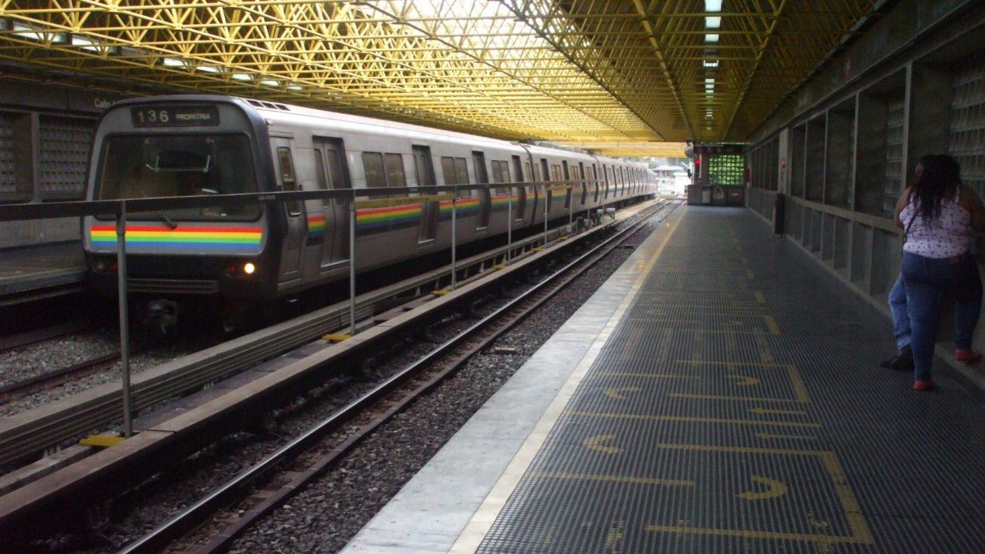 Funcionario de la PNB abusó de una trabajadora del Metro dentro de un vagón