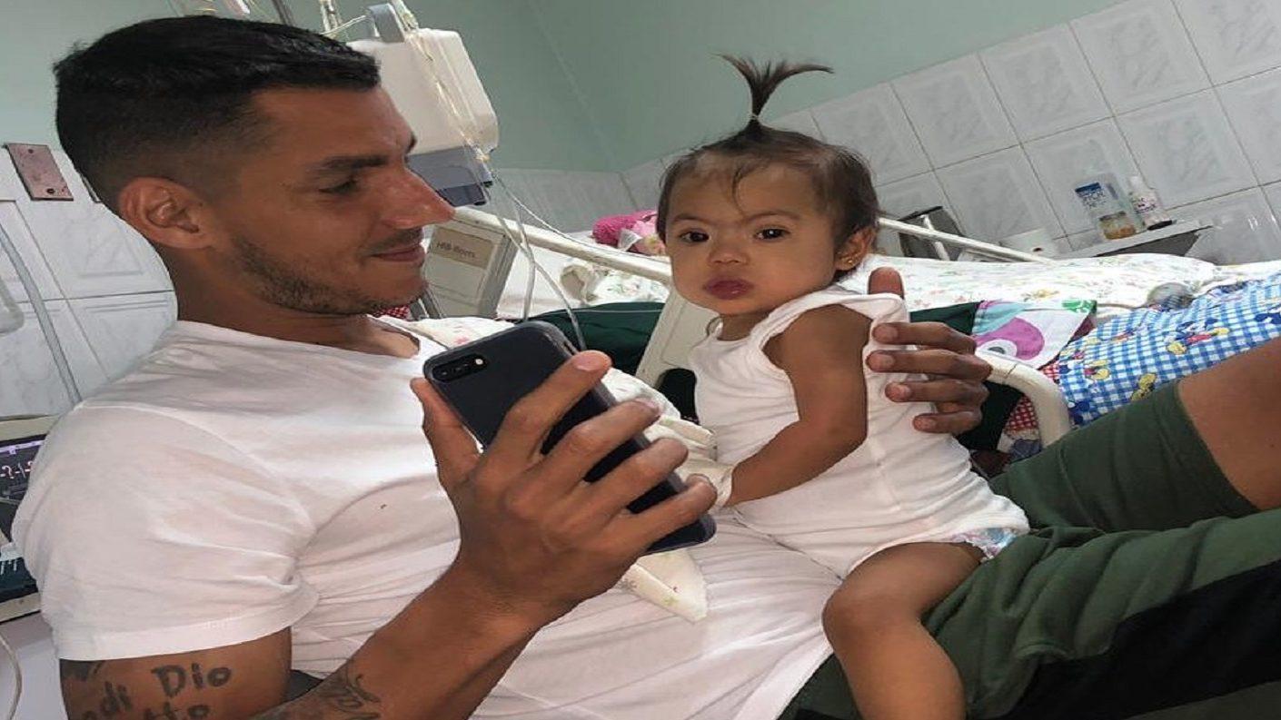 Futbolista venezolano Richard Blanco anuncia el fallecimiento de su hija menor
