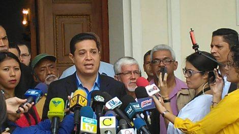 Vocero chavista niega reuniones en Fuerte Tiuna con colectivos