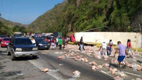 Cinco personas murieron en accidente de camión con perniles CLAP