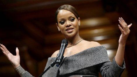 Rihanna baila «Suavemente» de Elvis  Crespo para todos sus fanáticos