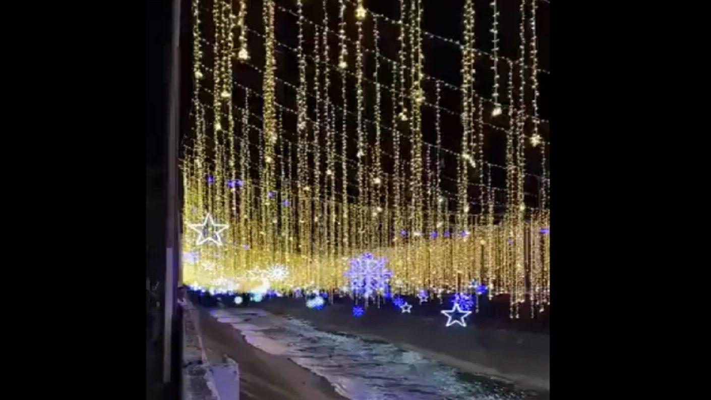 Usuarios reaccionan fúricos al alumbrado navideño sobre el Río Guaire