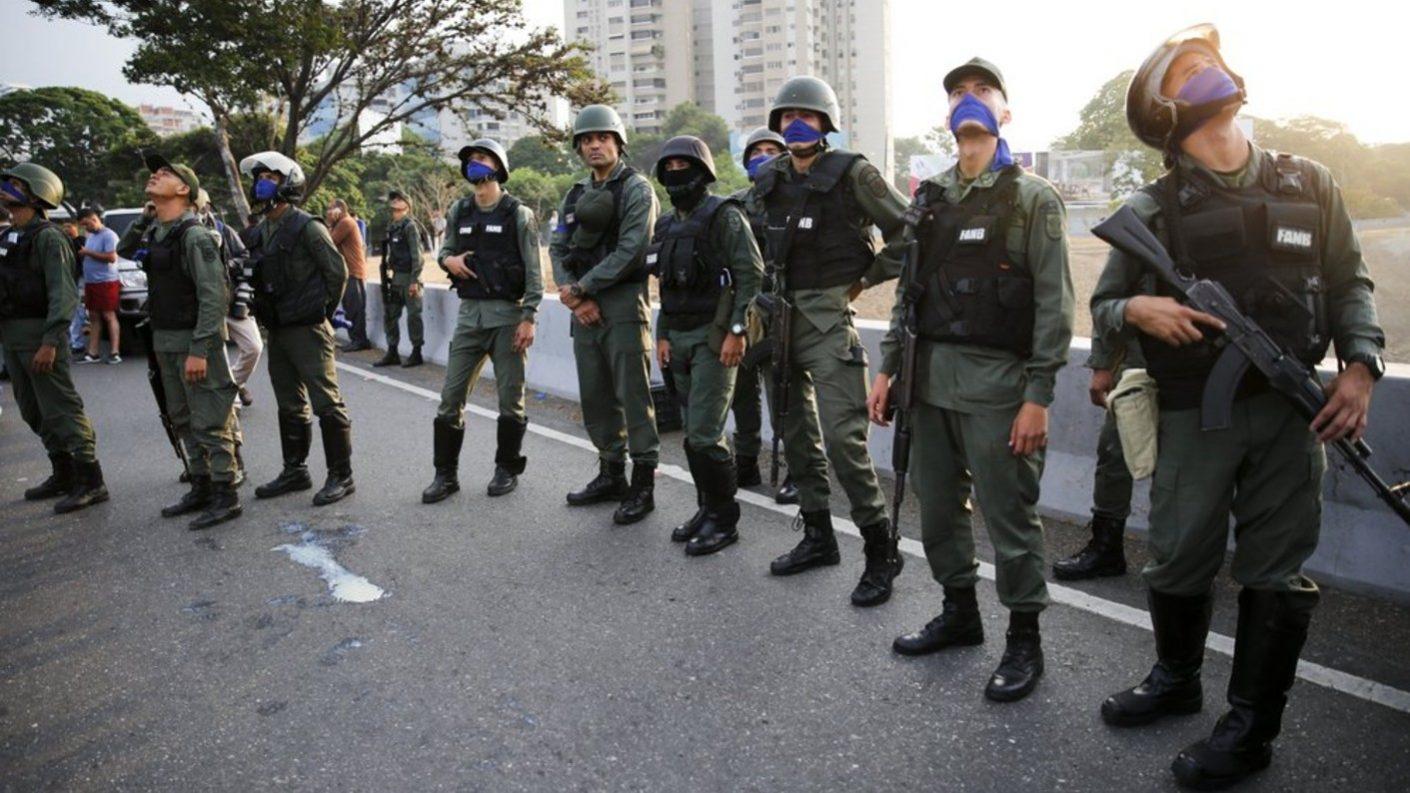 AP: Escapan de Venezuela los 16 soldados asilados en embajada de Panamá