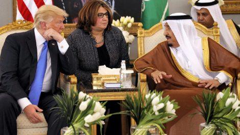 El rey saudita en llamada a Trump: «Estamos enojados por las acciones bárbaras del tirador»