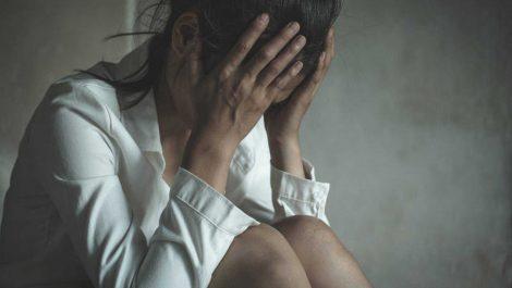 Acusan a 10 hombres de violar en grupo a una joven en Argentina