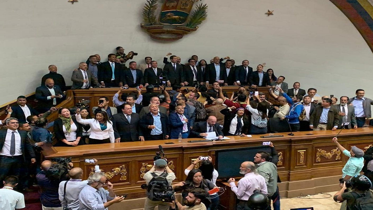 Guaidó superó piquete de la GNB y retomó su lugar como presidente de la Asamblea