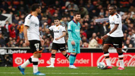 Barcelona de Setién pierde 2-0 en Valencia y pone en peligro su liderato