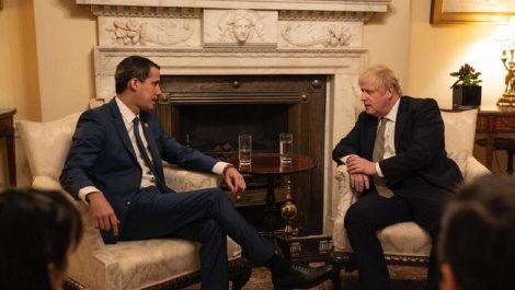 Guaidó es recibido por Boris Johnson mientras Pedro Sánchez se resiste