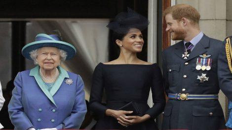 Reina Isabel apoya decisión de «crear una nueva vida» de los duques de Sussex