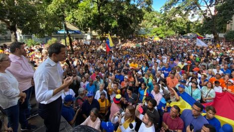 Guaidó anuncia comisión para la reestructuración de Telesur