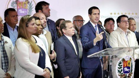 Guaidó dice que si el oficialismo los está buscando es «para hacernos caer en una trampa»