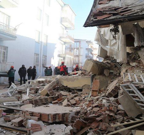 Ascienden a 35 los muertos por el terremoto en Turquía