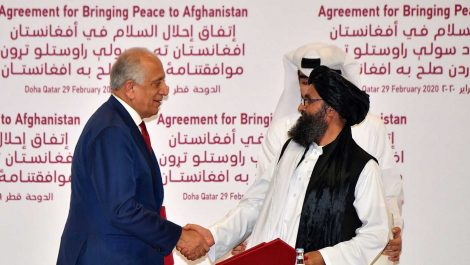 Estados Unidos y los talibanes firman un histórico acuerdo de paz