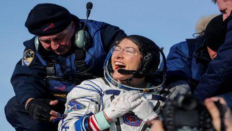 Astronauta de la NASA Christina Koch regresa a la Tierra tras casi un año en el espacio