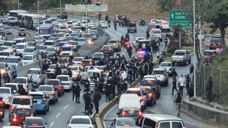 FAES y Cicpc se enfrentaron a golpes en la autopista Prados del Este
