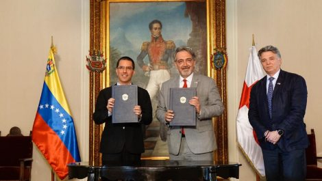 """Cruz Roja y Venezuela firman """"crucial"""" convenio para ampliar ayuda humanitaria"""