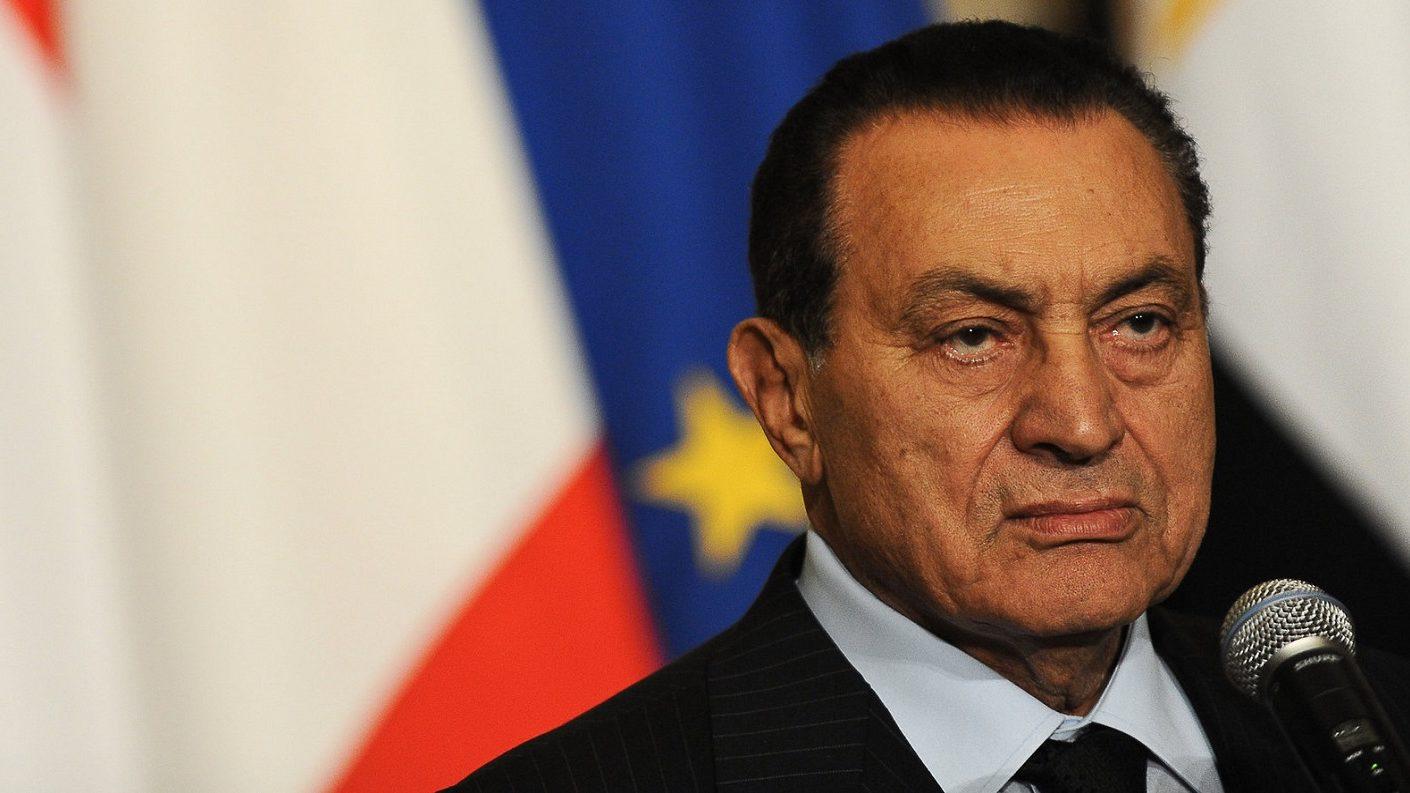 Muere derrocado presidente de Egipto Hosni Mubarak: televisión estatal