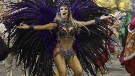 Por primera vez transgénero lideró desfile de carnaval en Brasil