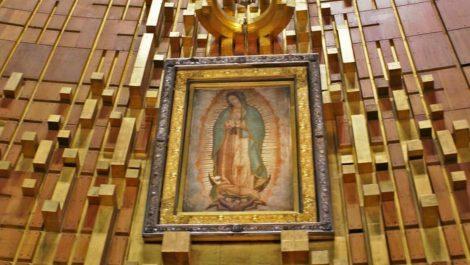 Hombre fúrico apedreó a la virgen de Guadalupe «por no cumplirle el milagro»