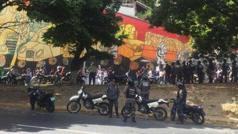 Universitarios aprovechan Día de la Juventud para protesta por autonomía de la UCV