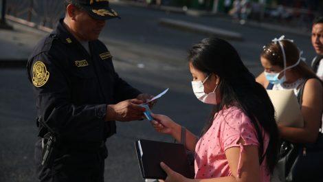Perú reportó un aumento de 100 casos en un día y amplió su cuarentena