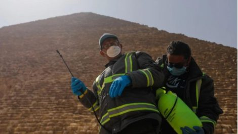 Desinfectan las pirámides de Egipto