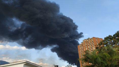 Galpones del CNE en Petare se incendiaron este sábado