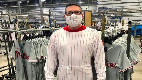 Paralizan producción de uniformes para confeccionar máscaras
