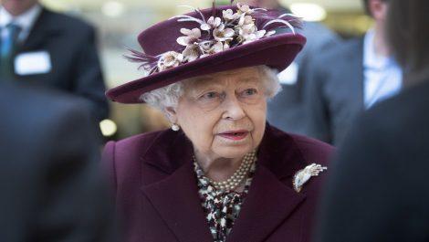 Reina Isabel II cancela la celebración de su cumpleaños por pandemia