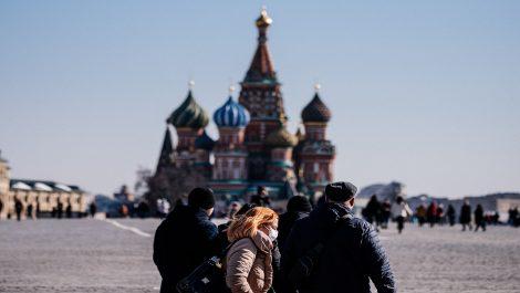 Moscú ordena aislamiento parcial tras llegar a más de mil casos