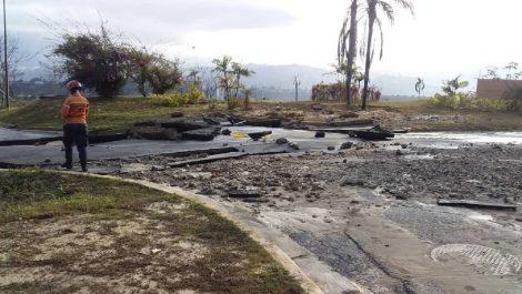 Reventó tubería de agua en el sector Lomas del Sol del Hatillo