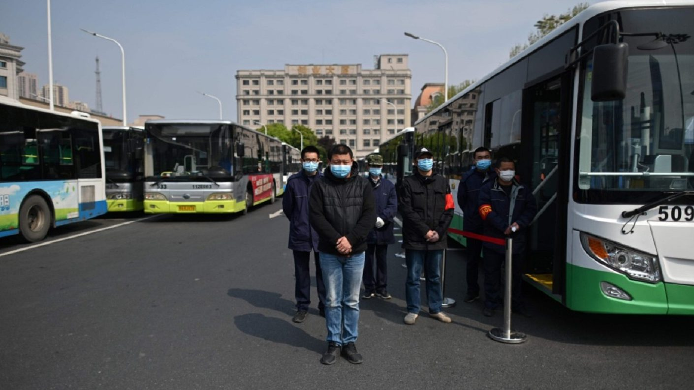 China se paralizó para homenajear a los «mártires» y fallecidos por el virus