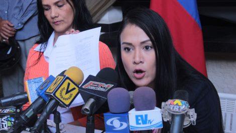 Pretenden destituir a gobernadora Laidy Gómez