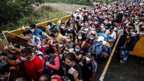 Venezolanos abandonan Ecuador debido a golpe económico del Covid-19