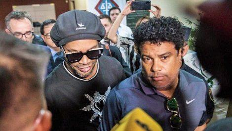 Ronaldinho recibió el beneficio de arresto domiciliario