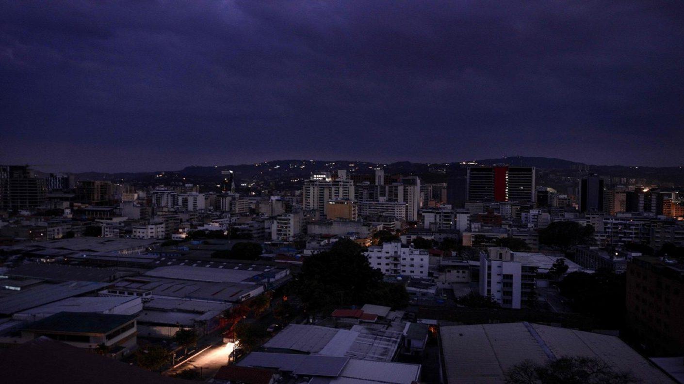 Persisten bajones de luz en Caracas y distintas zonas del país este 6-M