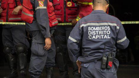 Bomberos defienden a compañeros agredidos por funcionarios de la PNB en Plaza Venezuela