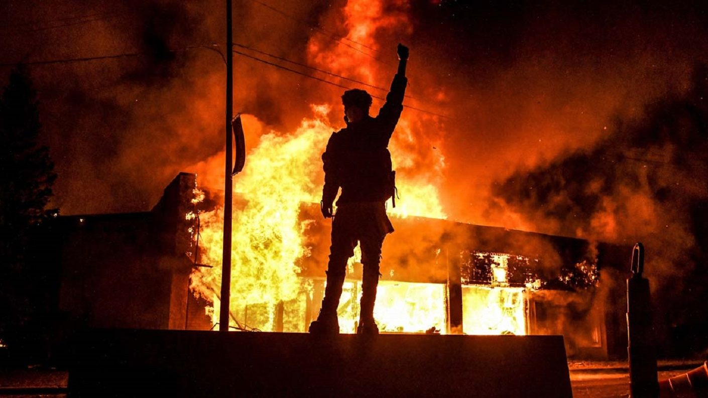 Los disturbios violentos se extienden por EEUU