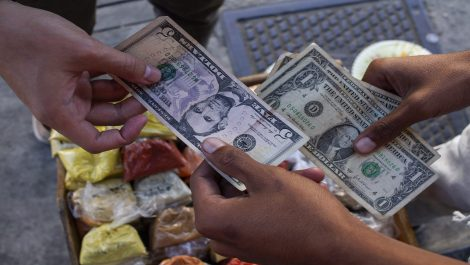 Administradora de restaurante en Chacao robó 12.400 dólares